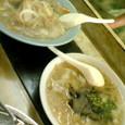 鉄なべ@若松 左:チャンポン(450円) 右:スープ餃子