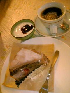 basta  コーヒー、ヨーグルト、生チョコケーキ