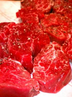 知伽良 ステーキ肉のアップ画像